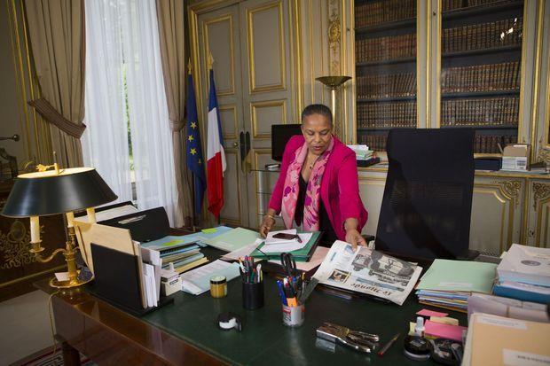"""Christiane Taubira signe """"L'esclavage raconté à ma fille"""", à paraître le 7 mai."""