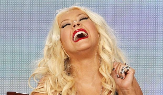 Christina Aguilera hilare-