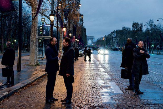 Samedi 8 décembre, 17 heures, en bas des Champs-Elysées. Aparté entre le Premier ministre et le ministre de l'Intérieur. Le pire a été évité.