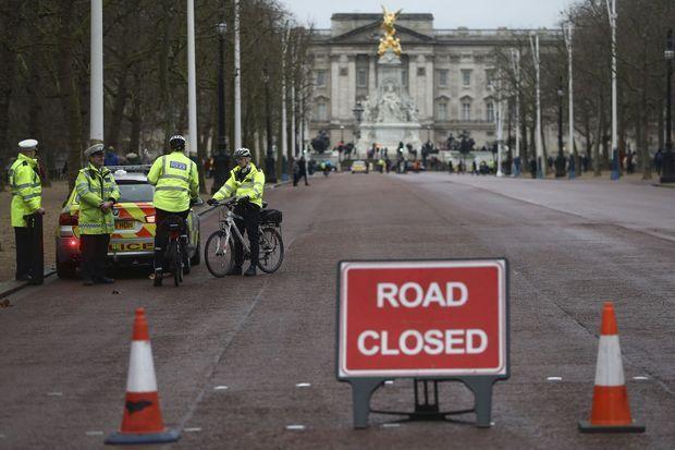 La circulation est interdite lors de la relève de la Garde à Londres, le 21 décembre 2016