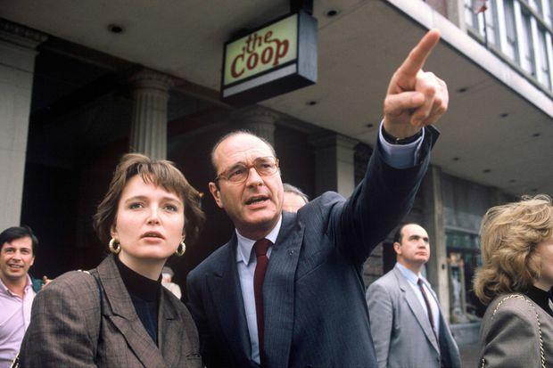 Claude Chirac et son père en visite à Harvard, en mai 1989.