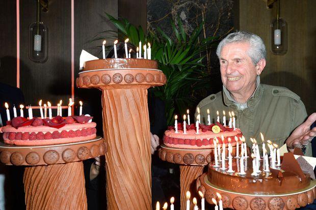 Claude Lelouch et son gâteau d'anniversaire.