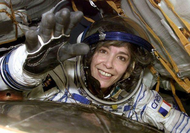 Claudie Haigneré, à son retour de l'ISS, en octobre 2001.