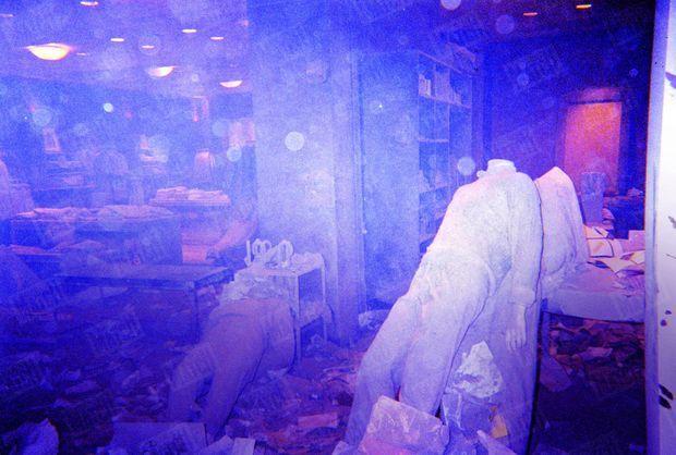 Le magasin Brooks Brothers, situé à l'angle de Church Street et de Liberty Plaza, est dévasté. Dans l'après-midi du 11 septembre, il servira de morgue provisoire. Dix-sept ans après, 1 111 personnes n'ont toujours pas été identifiées.