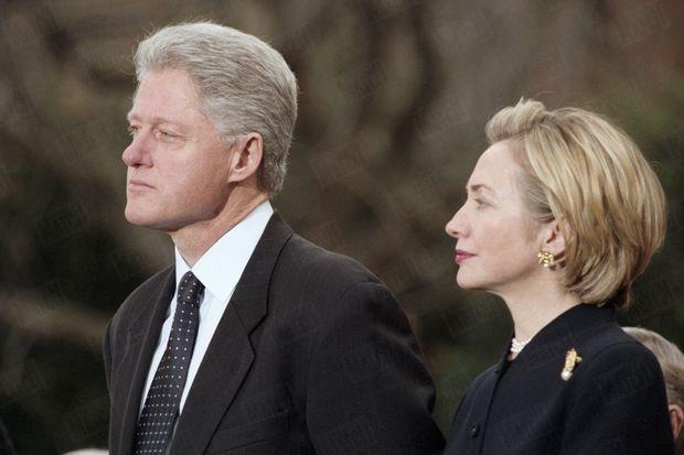 Bill Clinton et son épouse Hillary, le 19 décembre 1998, à Washington.