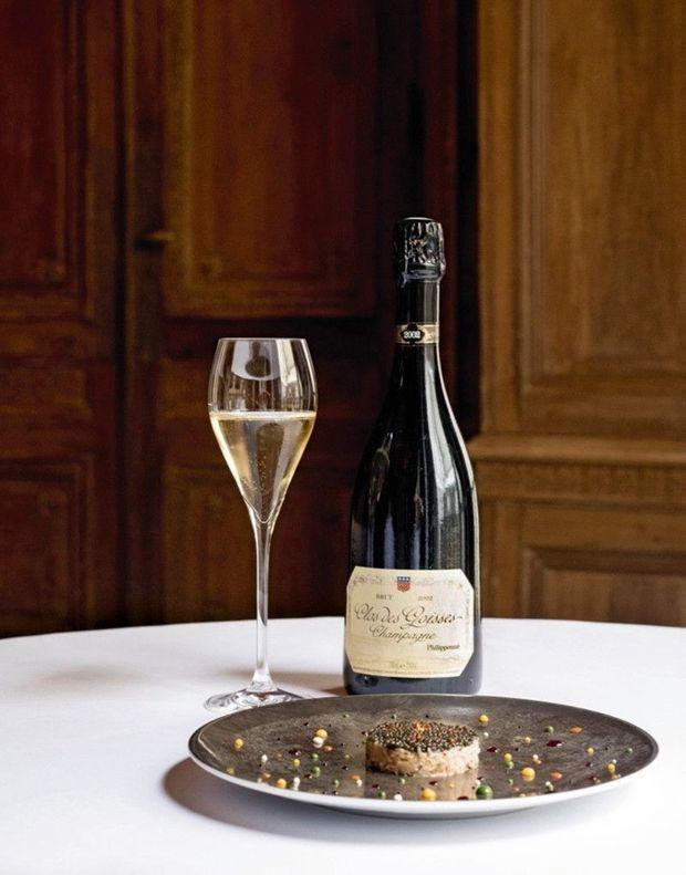 Clos des Goisses 2005 du domaine Philipponat, un champagne vineux, taillé sur mesure pour souligner la finesse du tourteau au caviar.