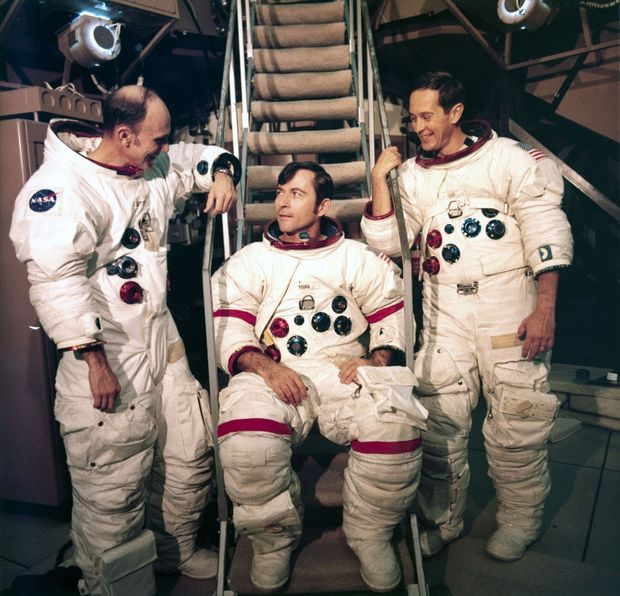 La mission Apollo 16 -Thomas Mattingly, John Young et Charles Duke - à l'entraînement, en avril 1972.