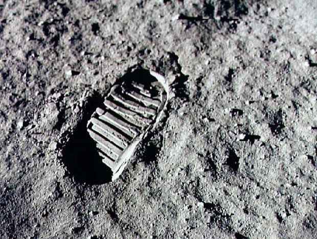 Le premier pas sur la Lune.