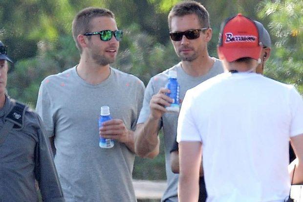 """Cody et Caleb Walker sur le tournage de """"Fast & Furious 7""""."""