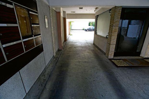 C'est devant les boîtes aux lettres de l'immeuble de Colombes où elle habite que Priscillia a été rattrapée et laissée pour morte près de la sortie du parking.