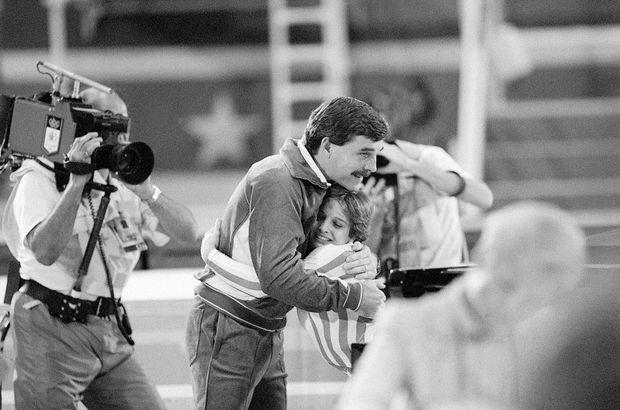 Bela Karoly avec Mary-Lou Retton, médaillée d'or aux Jeux olympiques d'été de 1984 à Los Angeles.