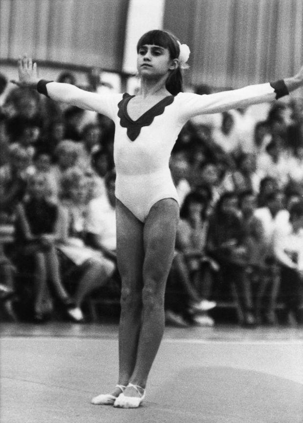 Nadia Comaneci en 1973. Elle a douze ans.