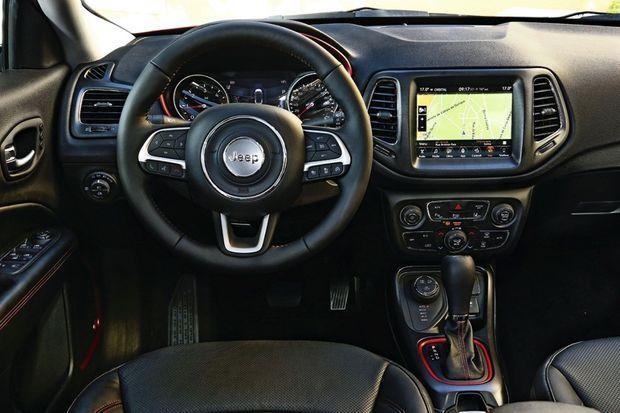 La Compass séduit aussi par la convivialité de son habitacle, sa position de conduite dominante et son bel écran tactile intuitif.