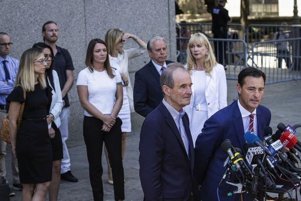 Conférence de presse de David Boies et Bradley Edwards, avocats de plusieurs victimes, alors que le milliardaire est entendu à la cour fédérale de New York, le 15 juillet.