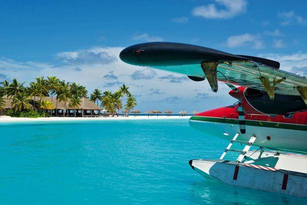 Considérée comme la plus belle plage du monde, El Nido, aux Philippines, se découvre en hydravion.