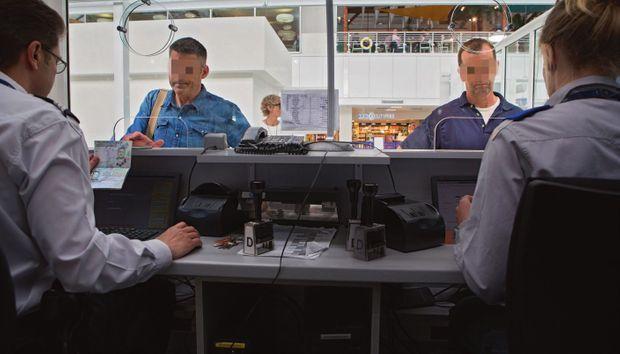 Contrôle douanier au départ de l'aéroport de Nice
