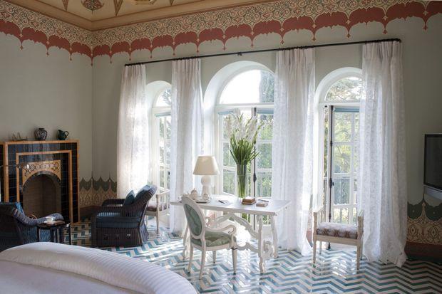 Le décorateur français Jacques Grange a redonné sa splendeur à la bâtisse avec une délicatesse infinie. Ici, la suite « Francis ».