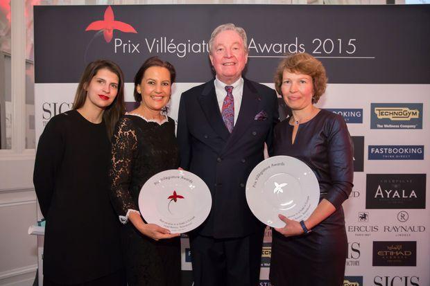 Hôtel Bareiss. Avec les assiettes du trophée Prix Villégiature 2015 : Isabel Junqueira, Uta Schlagenhauf, Hermann Bareiss, Maryse Masse (de gauche à droite).