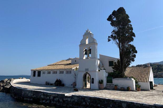 Le petit monastère Panagia Vlachernan, sur l'île de Corfou.