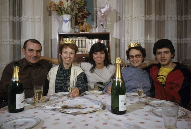 Corinne Ascione entourée de sa famille en 1983.