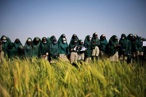 Cours de biologie en plein air pour des élèves de la Future Prowess Islamic Foundation School, à Maiduguri