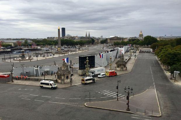 Le défilé du 14-Juillet vu du Crillon