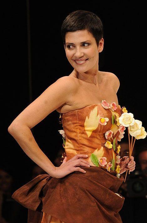 Cristina Cordula défile au salon du chocolat en 2010