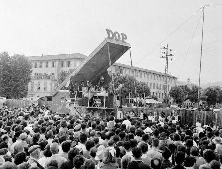 « Dop, Dop, Dop, c'est un shampooing qui rend les cheveux souples et vigoureux » : le refrain chanté par la foule lors des télé-crochets Radio Circus en 54.