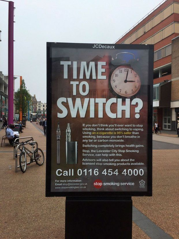 """Dans les rues de Leicester, en Angleterre, la campagne """"Stoptober"""" incite à """"switcherˮ de la cigarette à la cigarette électronique."""