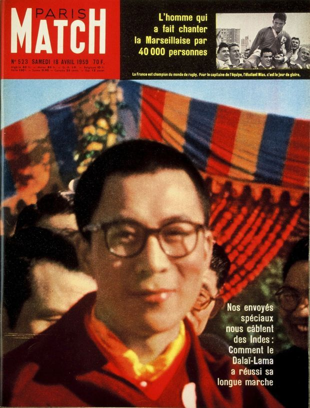 Le Dalaï Lama en couverture de Paris Match n°523, daté du 18 avril 1959.