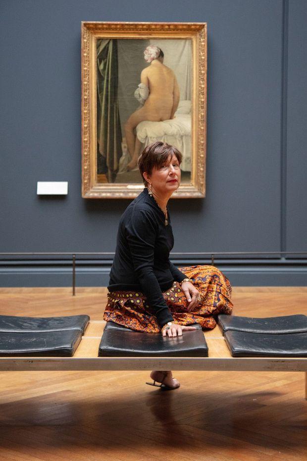 Daniela Andrier, parfumeur, devant l'œuvre qui l'a inspirée, la « Baigneuse Valpinçon » d'Ingres