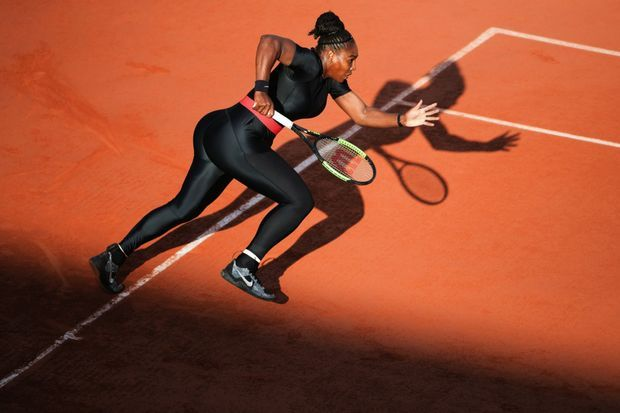 Dans la surprenante tenue qui sera interdite lors du tournoi de Roland-Garros en 2018.