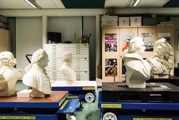 Dans le studio photo, bustes en marbre du XVIIIe siècle