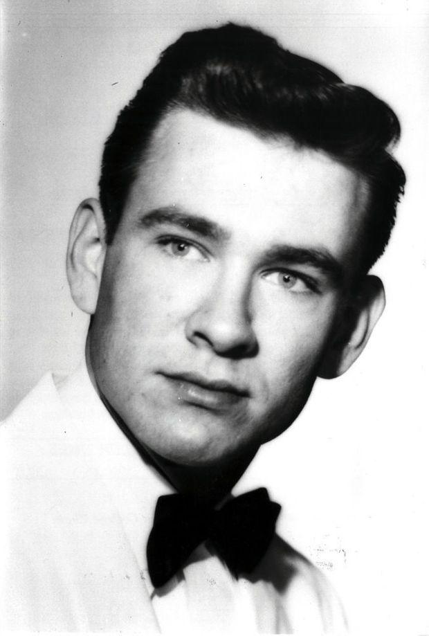 Dans les années 1950, étudiant à Austin, Marshall Applewhite souhaite encore devenir artiste et tente sa chance à Broadway.
