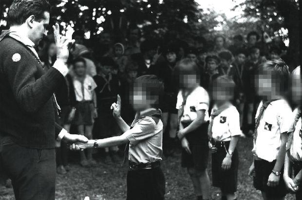 Dans les années 1980, Bernard Preylat s'occupe des louveteaux et des jeunes scouts du groupe Saint-Luc de Sainte-Foy-lès-Lyon. Il les voit chaque samedi et dimanche ainsi que pendant les vacances, pour des camps d'une à trois semaines.