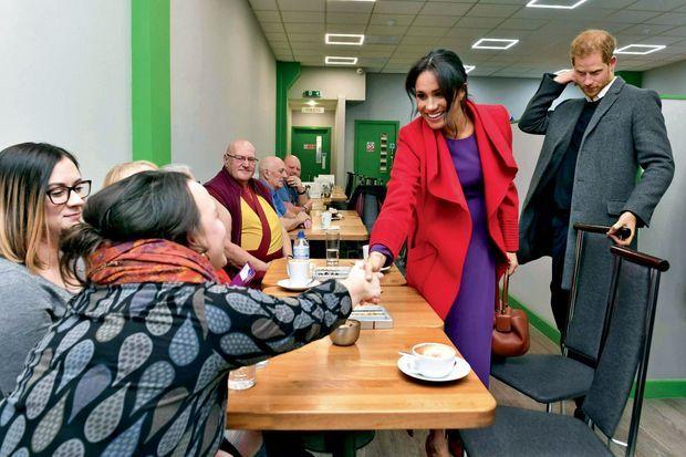 Face à une chômeuse dans les locaux de l'ONG Smart Works, à Londres, le 10 janvier.
