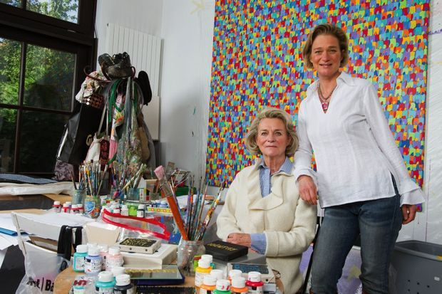 Dans son atelier, avec sa mère, Sybille de Sélys Longchamps, en 2012.