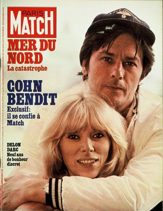 Mireille Darc et Alain Delon, en couv' de Match, n°1458, le 6 mai 1977