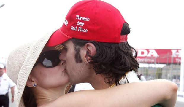 Dario Franchitti embrassant Ashley Judd-