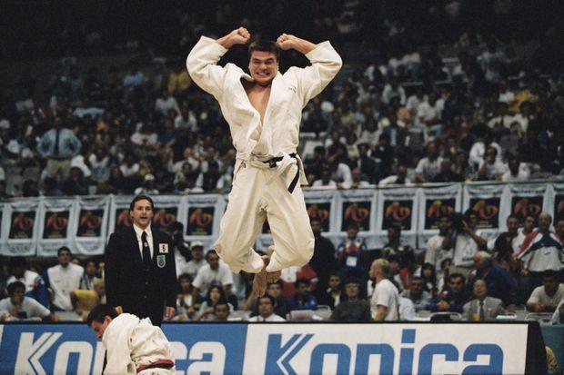 David Douillet après sa victoire face à Sergei Kossorotov aux championnats du monde de judo en 1995.