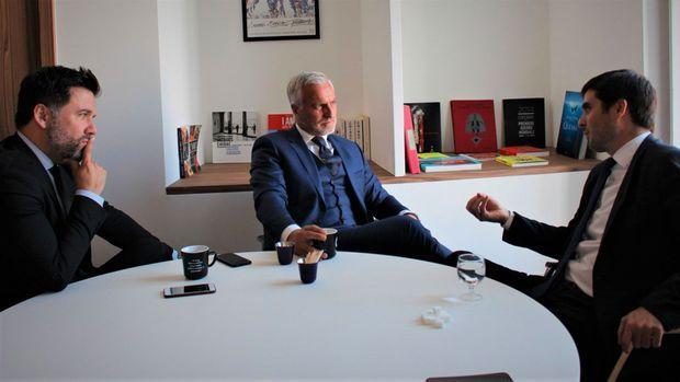 Le foot est décidément omniprésent à l'Assemblée : jeudi 18 octobre, l'ancienne star du PSG David Ginola a rencontré les députés LREM Hugues Renson et Jean-Charles Colas-Roy, défenseurs d'une proposition de loi «contre la mort subite».
