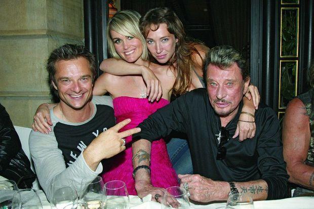 David, Laeticia, Laura et Johnny, au Costes, après le concert de la tour Eiffel, le 14 juillet 2009.