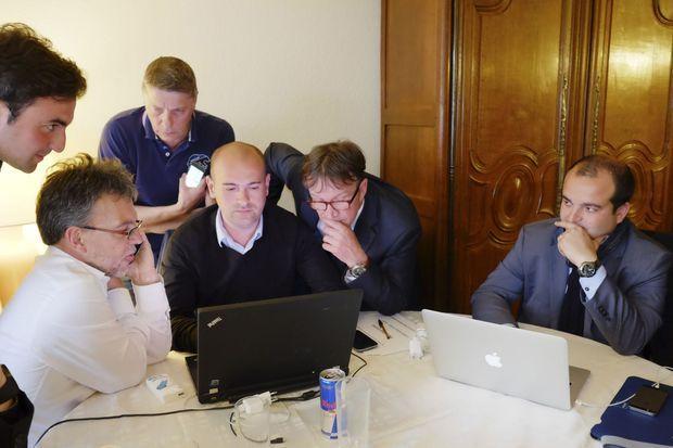 Avec son équipe de campagne, en attendant les résultats de l'élection.