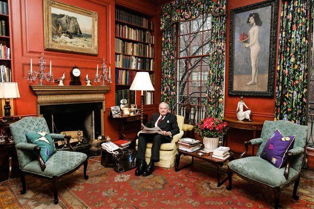 David Rockefeller dans la bibliothèque de son hôtel particulier de Manhattan. Au mur, la « Fillette à la corbeille fleurie » de Picasso, estimée à 70 millions de dollars.
