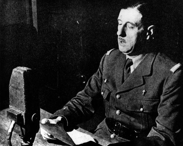 Le Général De Gaulle au micro de la BBC, le 18 juin 1940.