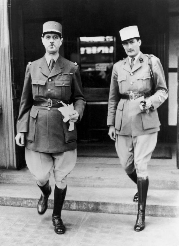 Le Général Charles De Gaulle et son aide-de-camp Geoffroy De Courcel à Londres en juin 1940.
