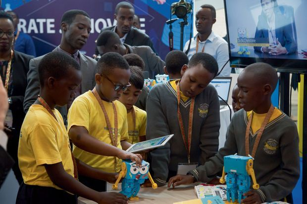 De jeunes passionnés du numérique invités au sommet.