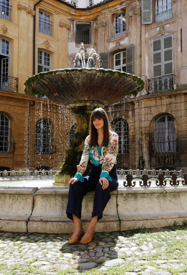 De l'eau fraîche à la fontaine de la place d'Albertas, à Aix-en-Provence. Pour l'amour… elle verra plus tard.