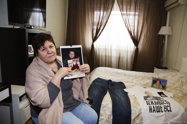 De son fils, Vera n'a plus que ces vieilles photos. Ici dans le petit appartement moscovite d'Alexander, le 16 janvier.