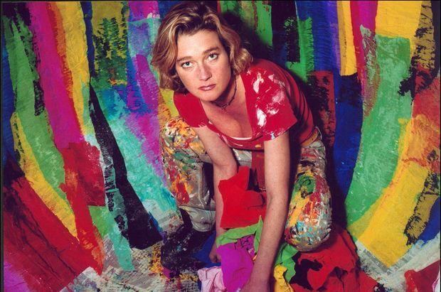 Delphine Boël, fille cachée du roi Albert II de Belgique expose ses oeuvres à la galerie Hyper space à Bruxelles, le 4 décembre 2001.